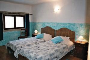 2 Lits 2 ieme chambre gîte bleu le Mas de la Chouette