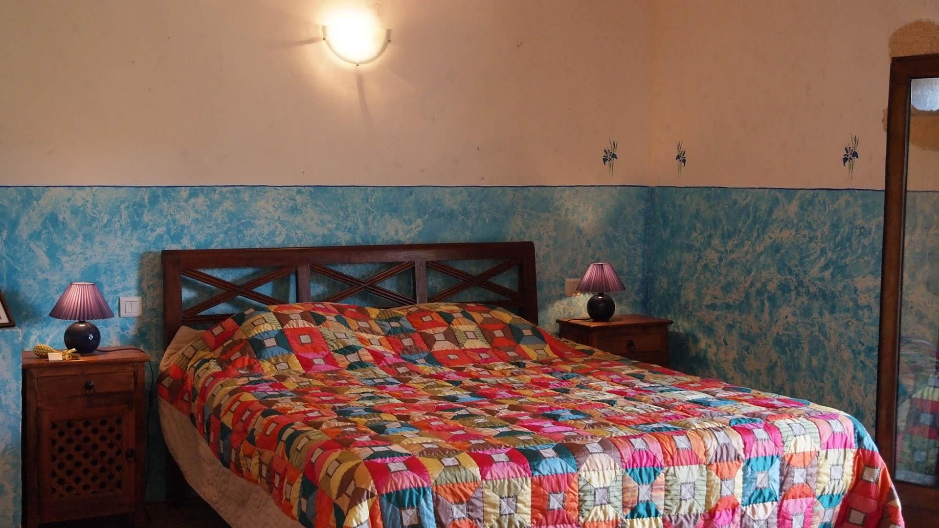 deco chambre principale gite bleu mas de la chouette g tes et locations de vacances saint. Black Bedroom Furniture Sets. Home Design Ideas