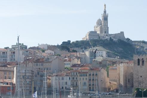 Notre Dame de la Garde et l'Abbaye de saint Victor à Marseille Un des lieux a visiter à Marseille Lieu incontournable selon le Mas de Chouette