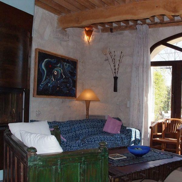 Détail-décoration-salon-gîte-bleu-Mas-de-la-Chouette