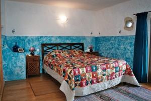 Lit double chambre principale Gîte bleu le Mas de la Chouette