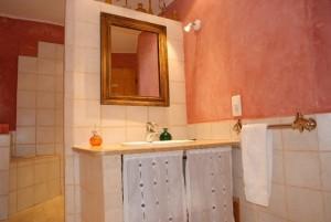 Salle de bain Lavabo Gite Ocre le Mas de la Chouette
