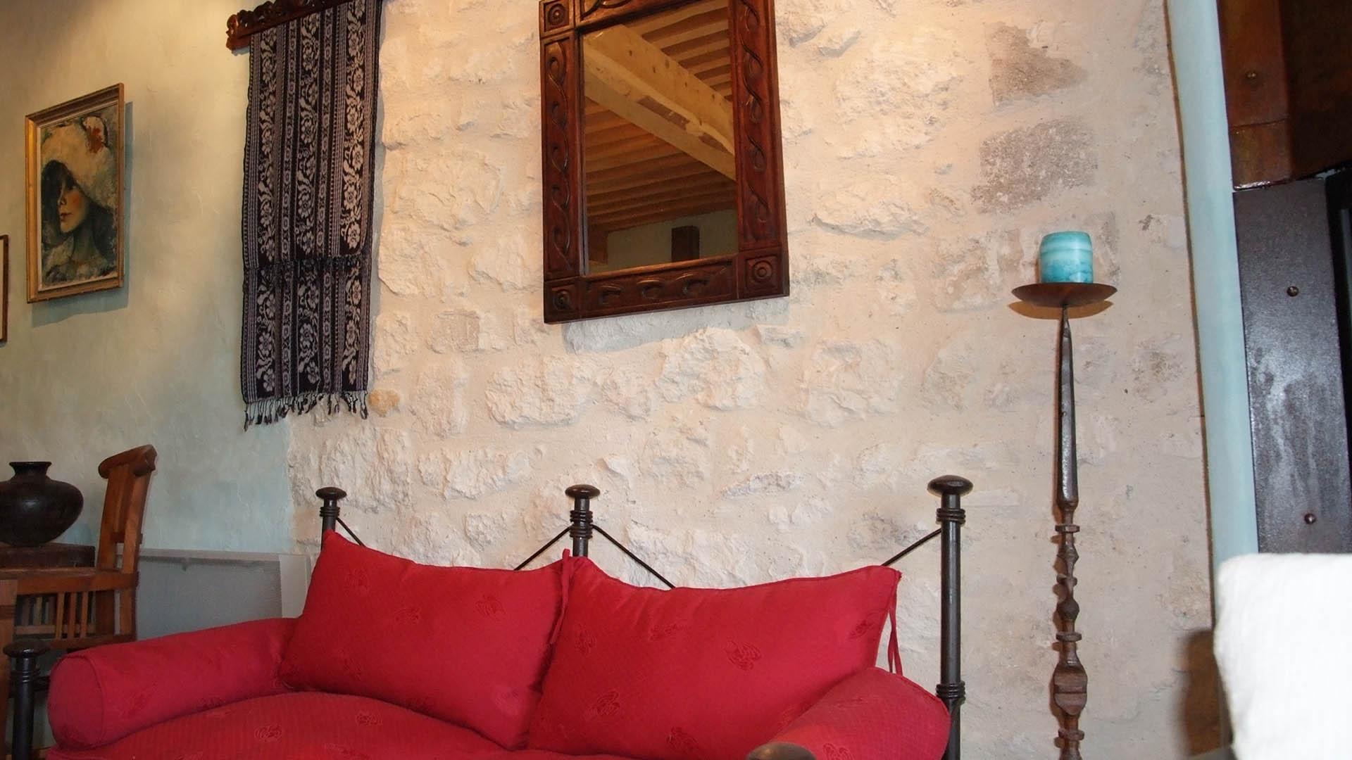 Détail décoration salon gîte ocre Mas de la Chouette 2