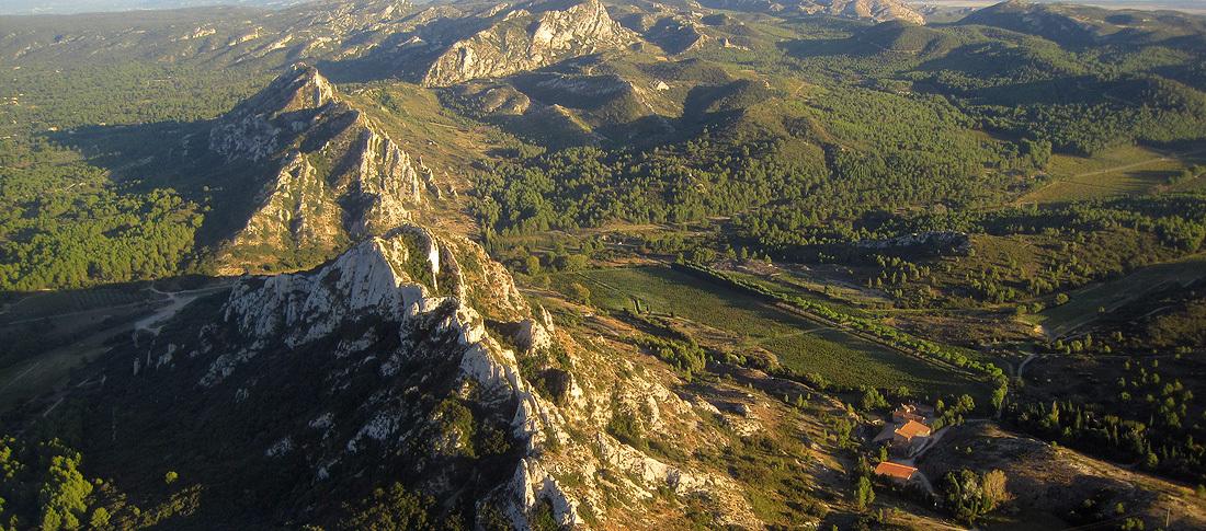 Alpilles vue du ciel Marque Valeurs du Parc des Alpilles